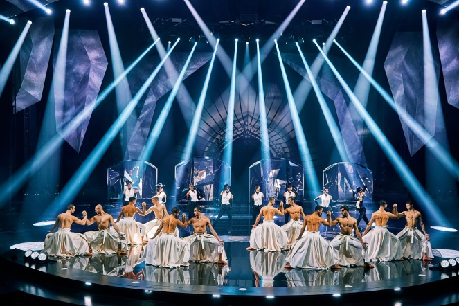 VIVID_Grand-Show_Passion_and-Breath_Foto-Brinkhoff_Moegenburg.jpg