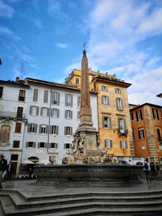 Piazza De La Rotonda